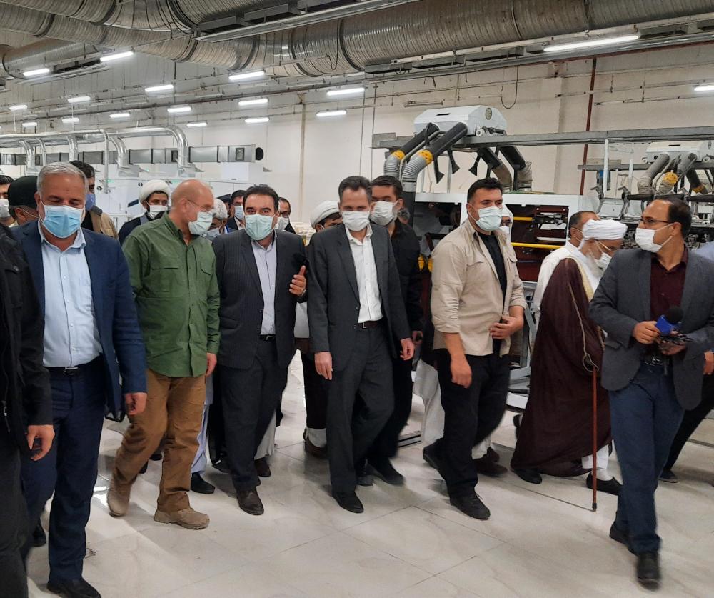 بازدید رئیس مجلس از کارخانه بافت بلوچ ایرانشهر