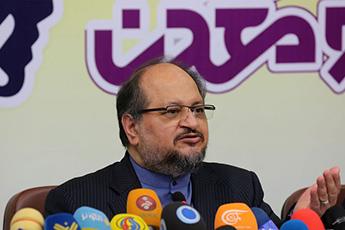 شریعتمداری: ۱۰تصمیم وزارت صنعت و خودروسازان برای مدیریت بازار/ مالیات ارزش افزوده عامل هزینه بالای تولید در ایران