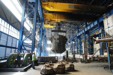 اولین قطعه سنگین ریختگی در مجتمع صنعتی اسفراین با موفقیت انجام شد