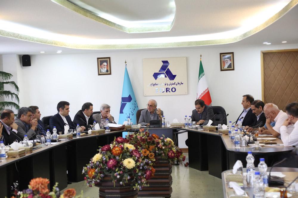 نشست مدیران صنعت خودرو با معاون وزیر و رئیس هیات عامل ایدرو
