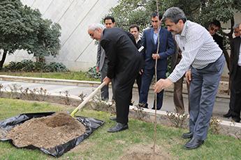 برگزاری مراسم روز درختکاری در سازمان گسترش و نوسازی صنایع ایران