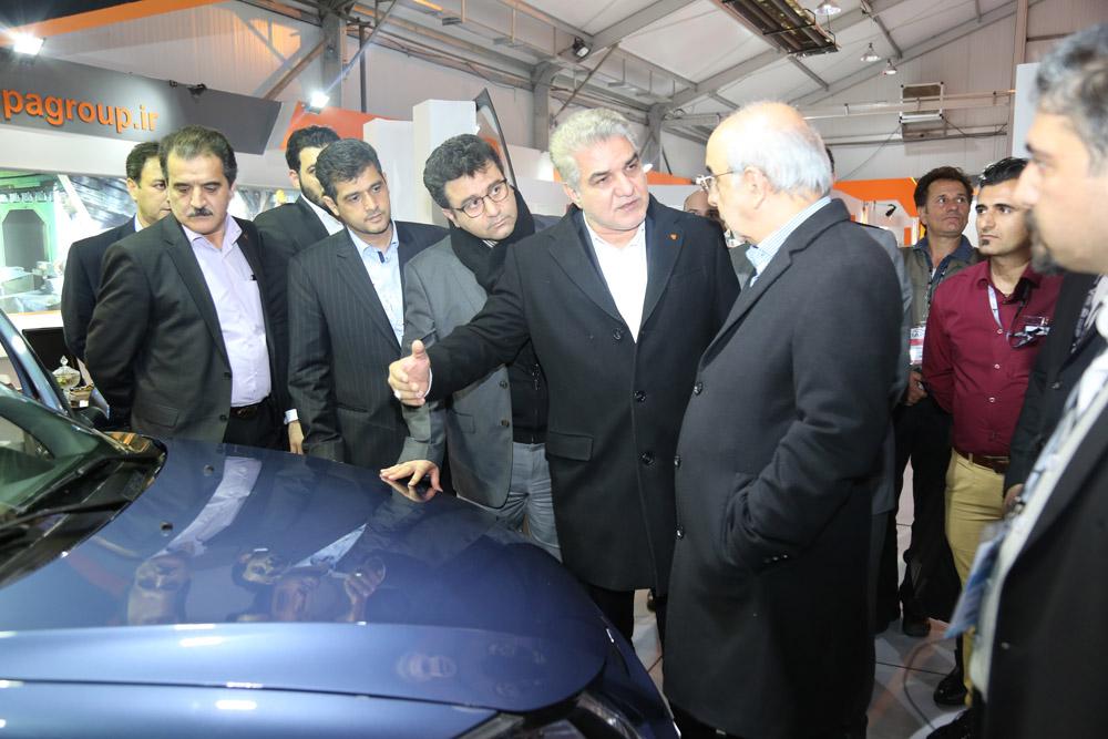 بازدید رئیس هیات عامل ایدرو از نمایشگاه جانبی پنجمین همایش بین المللی صنعت خودرو