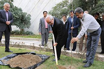 مراسم روز درختکاری در سازمان گسترش و نوسازی صنایع ایران