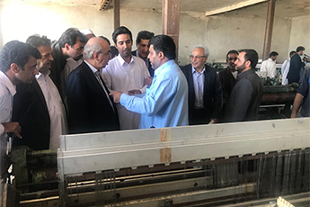 بازدید رئیس هیات عامل ایدرو از کارخانه ریسندگی و بافندگی بافت بلوچ ایرانشهر