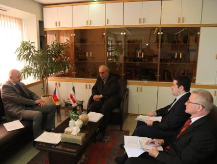 درخواست سفیر چک برای توسعه همکاری های صنعتی با ایران