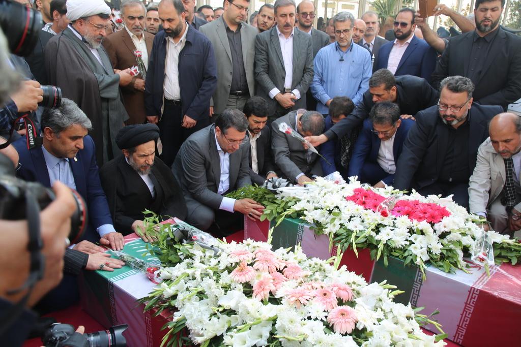 تشییع پیکر مطهر ۲ شهید گمنام دوران دفاع مقدس در محل نمایشگاه بین المللی تهران