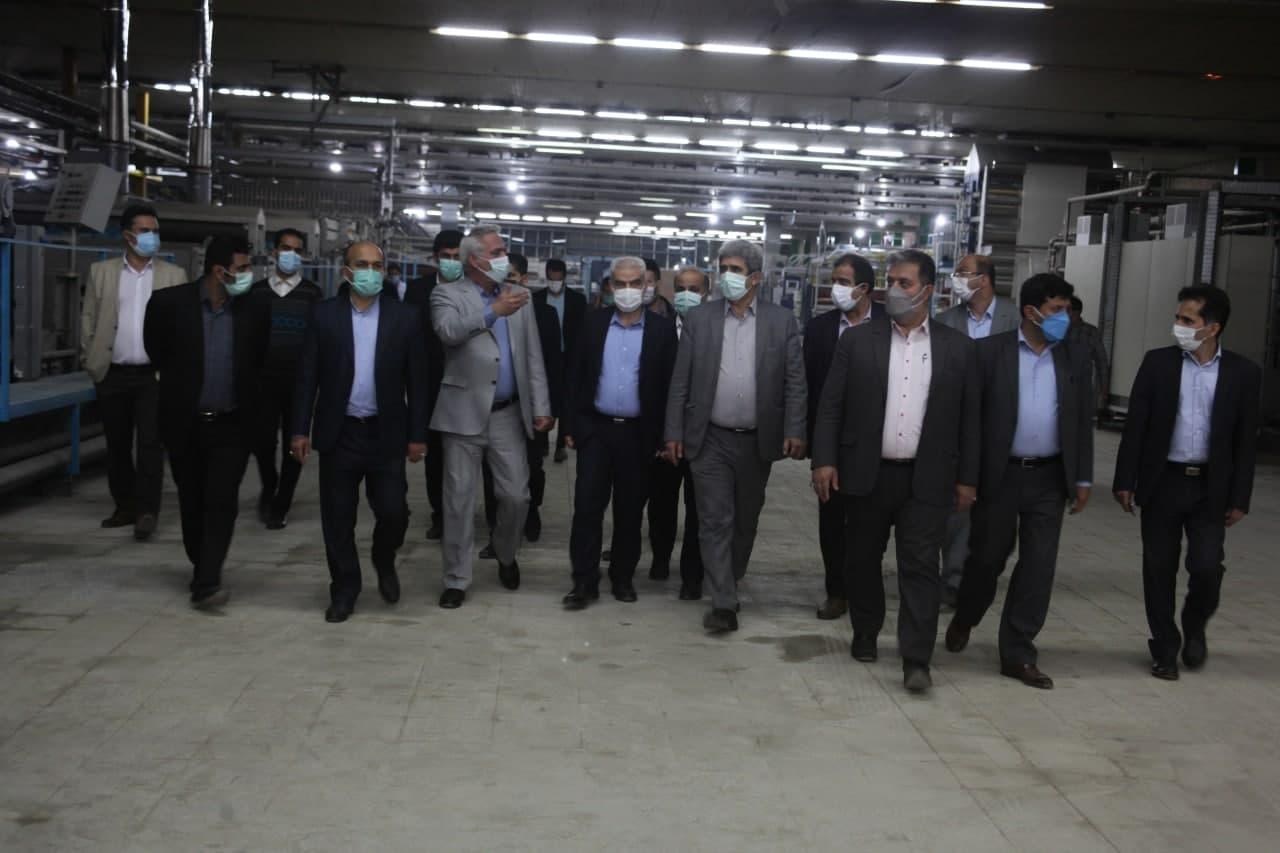 پایگاه خبری آرمان اقتصادی photo_۲۰۲۱-۰۵-۰۳_۱۴-۱۷-۴۶ بازدید رئیس هیات عامل ایدرو از واحد های نساجی استان مازندران