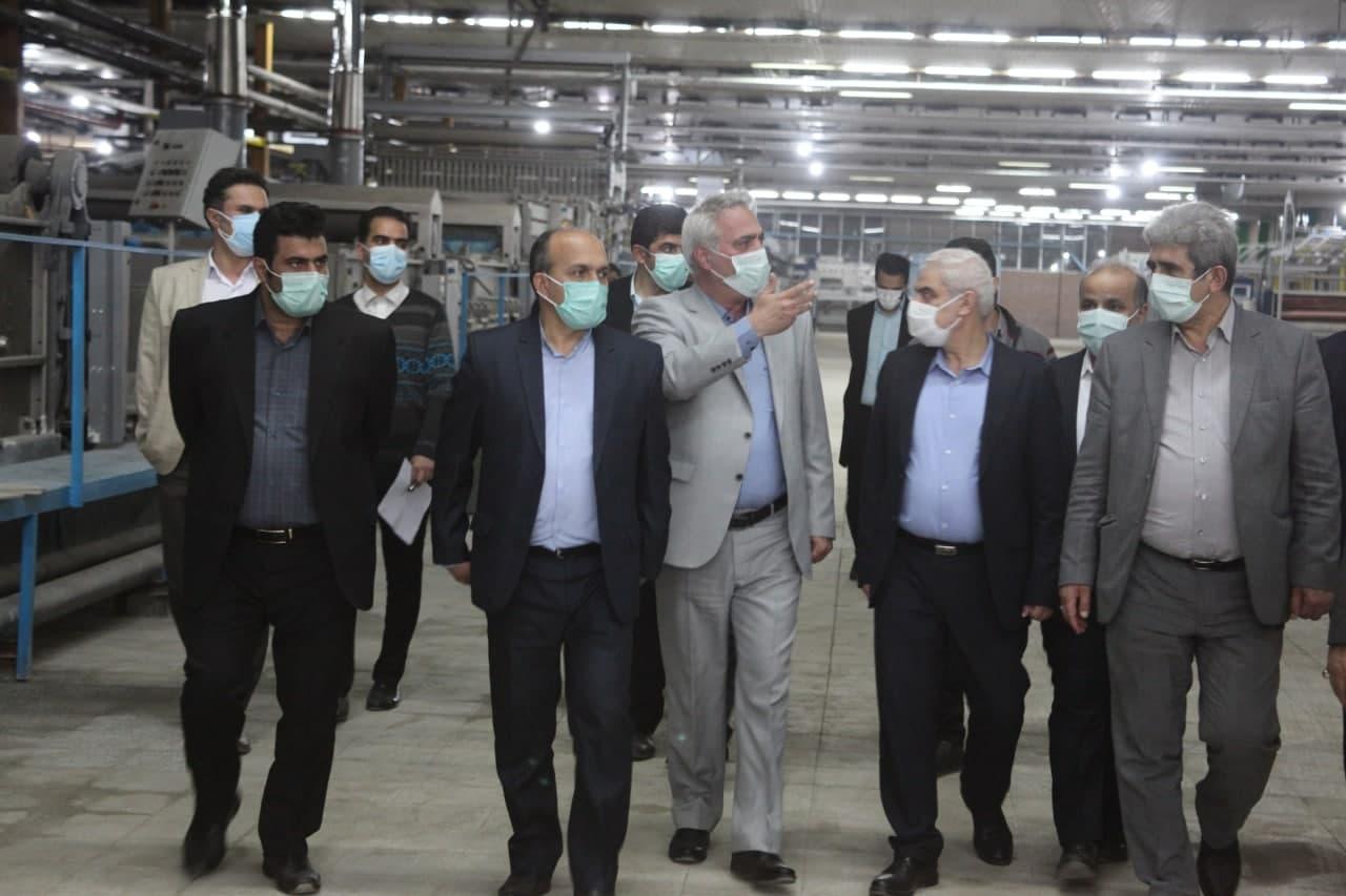 پایگاه خبری آرمان اقتصادی photo_۲۰۲۱-۰۵-۰۳_۱۴-۱۷-۴۹ بازدید رئیس هیات عامل ایدرو از واحد های نساجی استان مازندران